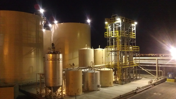 Methanol recovery and storage tanks